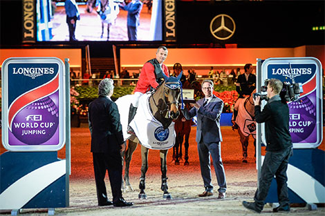 Longines Show Jumping Event: Pius Schwizer wins the Swiss leg of the Longines FEI World Cup™ in Zurich