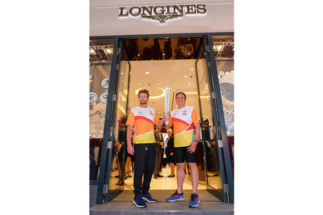 Longines Ambassador of Elegance Simon Baker welcomed the 2018 Commonwealth Games Queen's Baton in the Longines Boutique in London