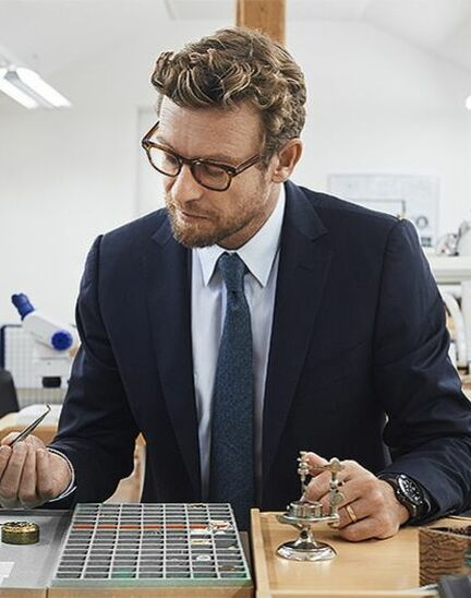Simon Baker discovers the Longines universe in Saint-Imier