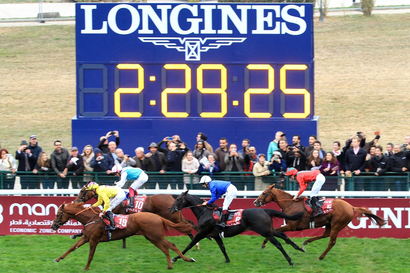 Longines Flat Racing Event: Longines times the Qatar Prix de l'Arc de Triomphe  back at ParisLongchamp 7