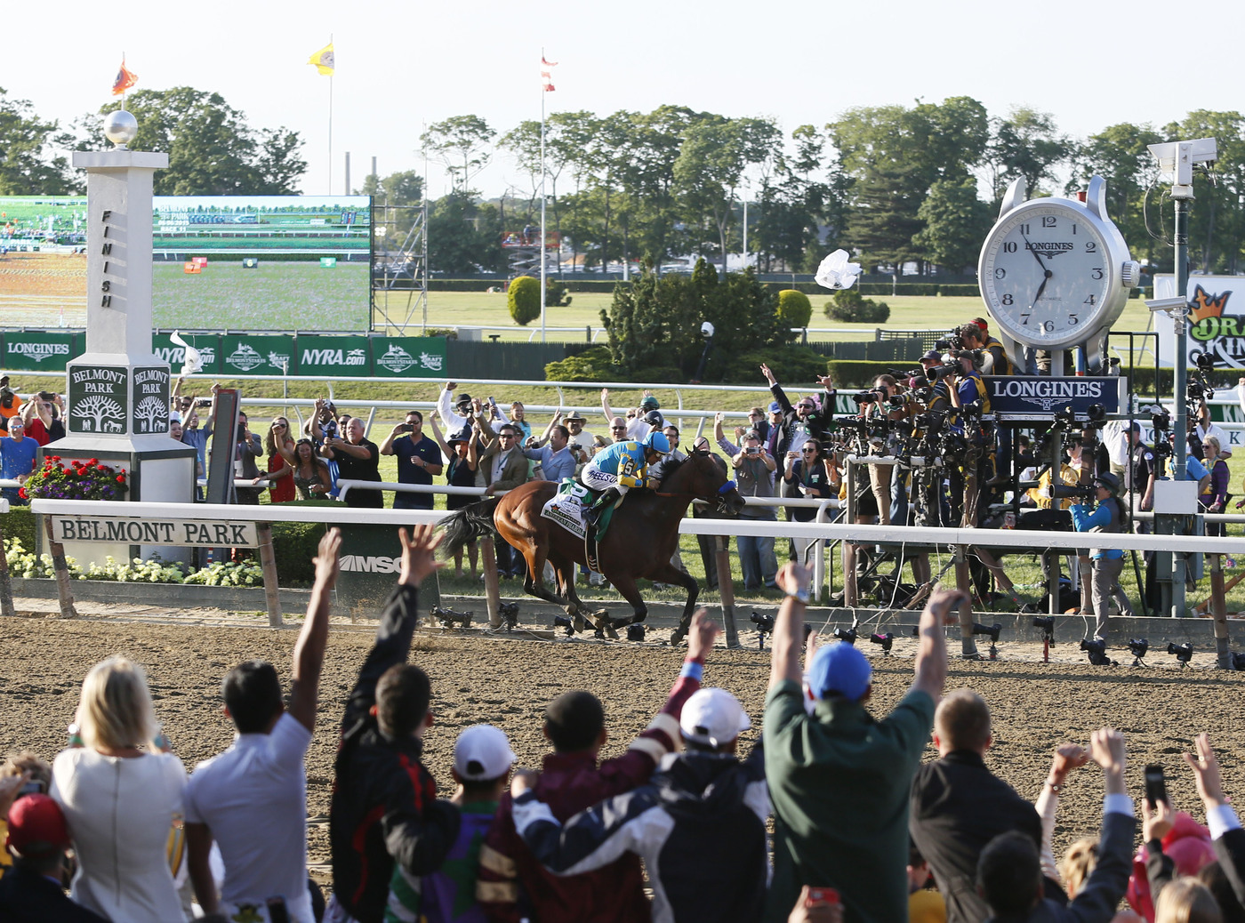Longines Flat Racing Event: LONGINES TIMES AMERICAN PHAROAH'S TRIPLE CROWN VICTORY AT BELMONT STAKES 5
