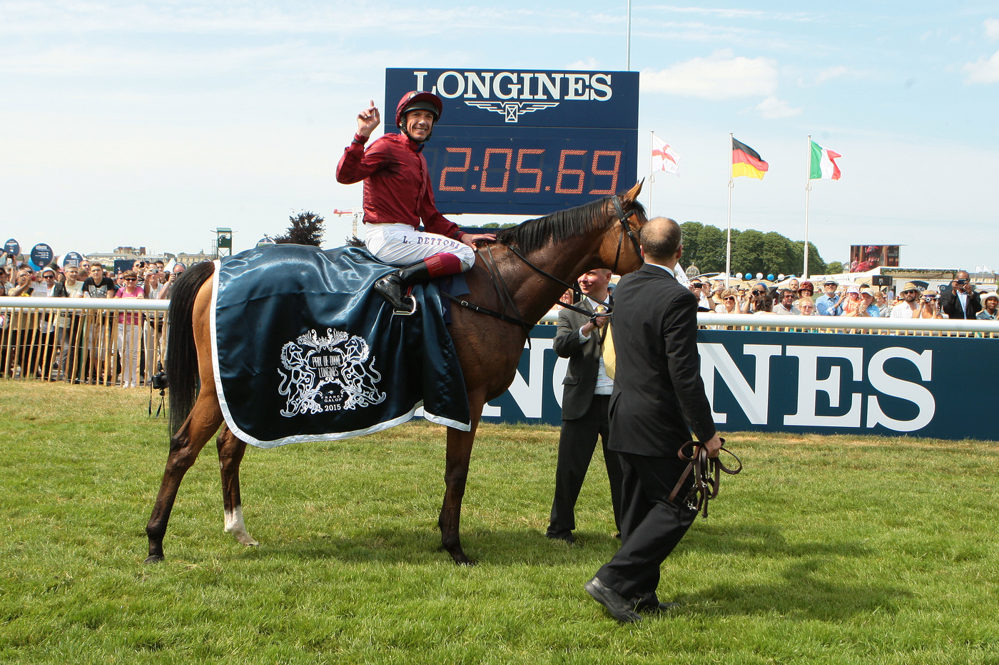 Longines Flat Racing Event: The Prix de Diane Longines – 45'000 spectators, 9 races, 1 Queen of Elegance and 1 King of the Prix de Diane Longines 6