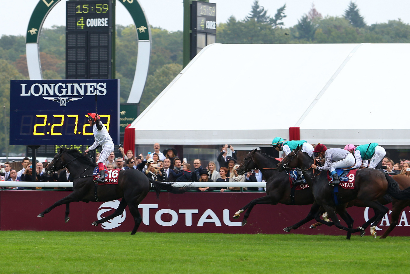 Longines Flat Racing Event: Qatar Prix de l'Arc de Triomphe : a thrilling race day timed by Longines  4