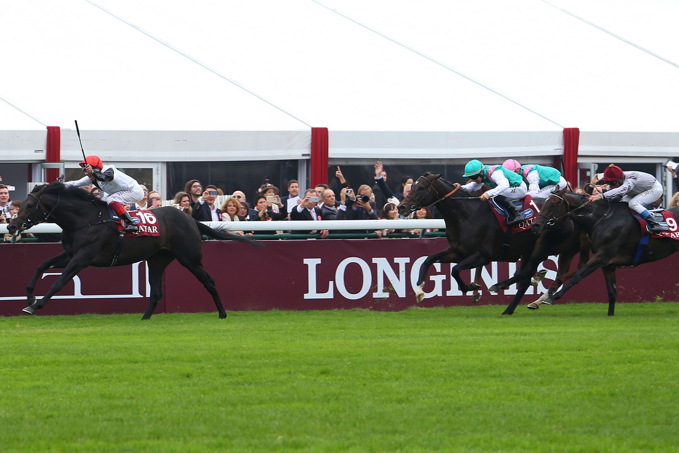 Longines Flat Racing Event: Qatar Prix de l'Arc de Triomphe : a thrilling race day timed by Longines  5