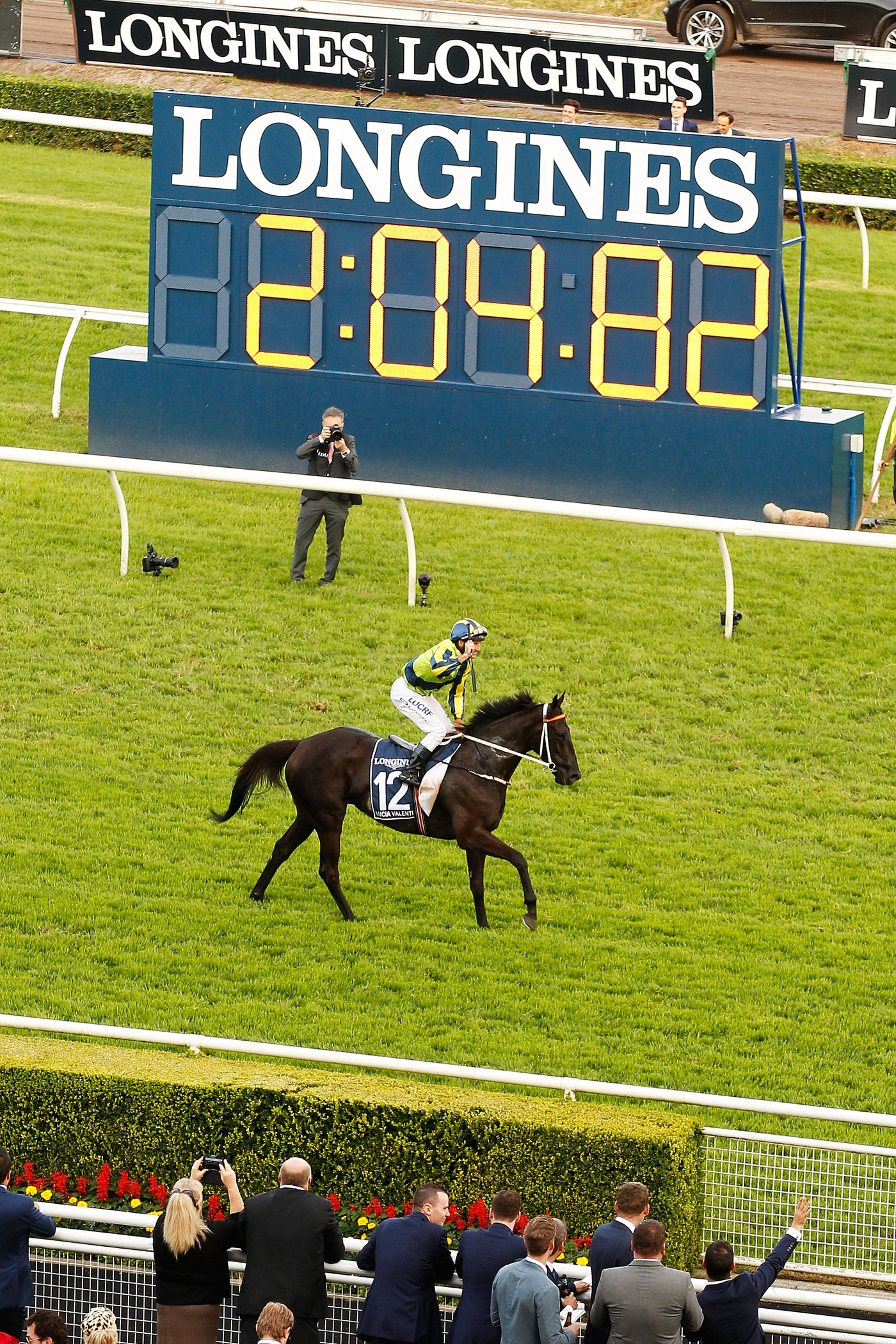 Longines Flat Racing Event: Lucia Valentina and Damien Oliver speed to victory at the Longines Queen Elizabeth Stakes  2