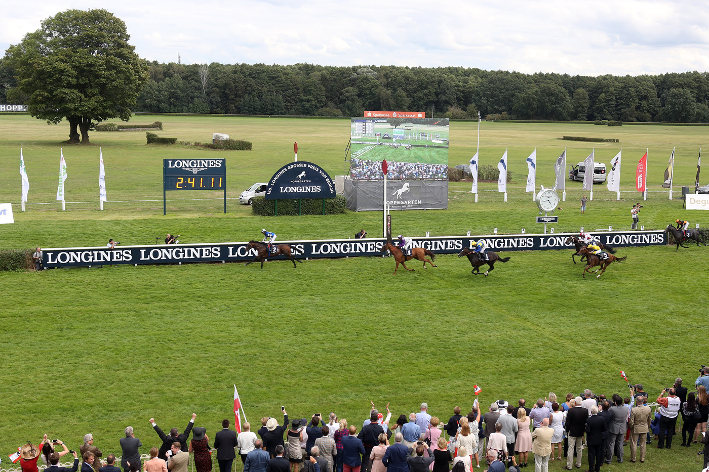 Longines Flat Racing Event: The Longines Positioning System used for the first time in Europe for the Longines Grosser Preis von Berlin 4