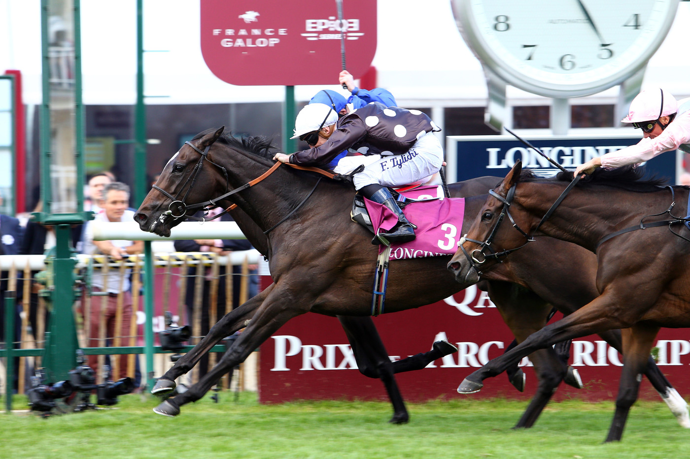 Longines Flat Racing Event: Longines timed the victory of Found and Ryan Moore at the 2016 Qatar Prix de l'Arc de Triomphe 1