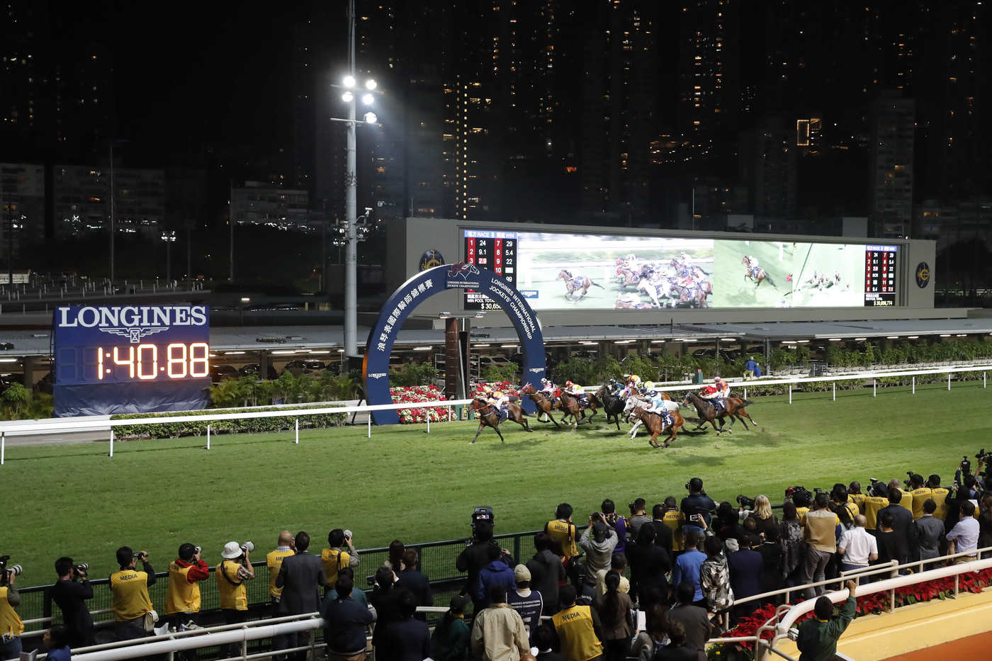 Longines Flat Racing Event: An electric atmosphere for the Longines International Jockeys' Championship 2016 3