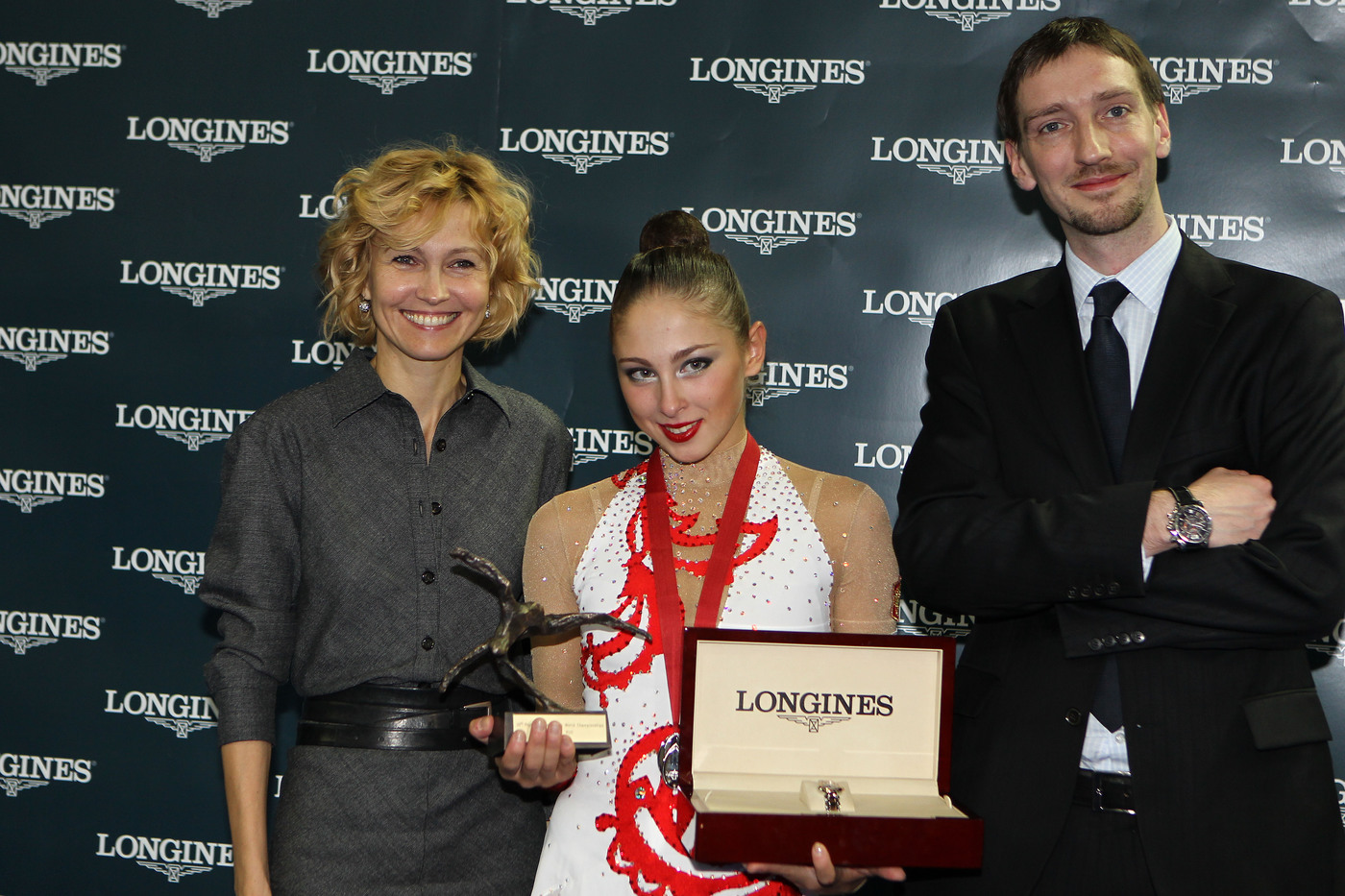 Longines Gymnastics Event: Ingeborga Dapkunaite gives the Longines Prize for Elegance to Daria Kondakova 6