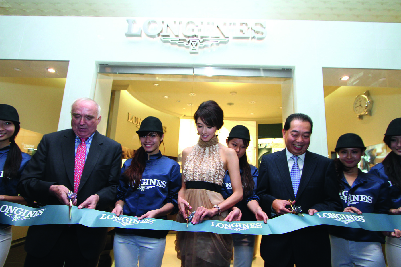Longines Flat Racing Event: Longines Opens its 3rd Flagship Boutique and announces its new partnership with the Singapore Turf Club 1