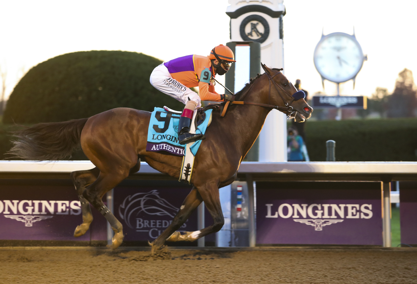 Longines Flat Racing Event: Authentic raced into victory at the 2020 Longines Breeders Cup Classic 1