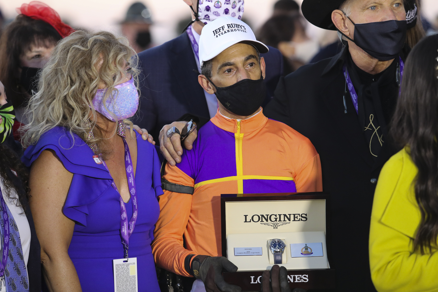 Longines Flat Racing Event: Authentic raced into victory at the 2020 Longines Breeders Cup Classic 4