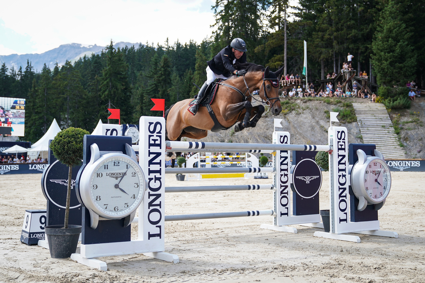 Longines Show Jumping Event: After four days of captivating competitions, Piergiorgio Bucci (ITA) won the Grand Prix Longines in Crans-Montana 4