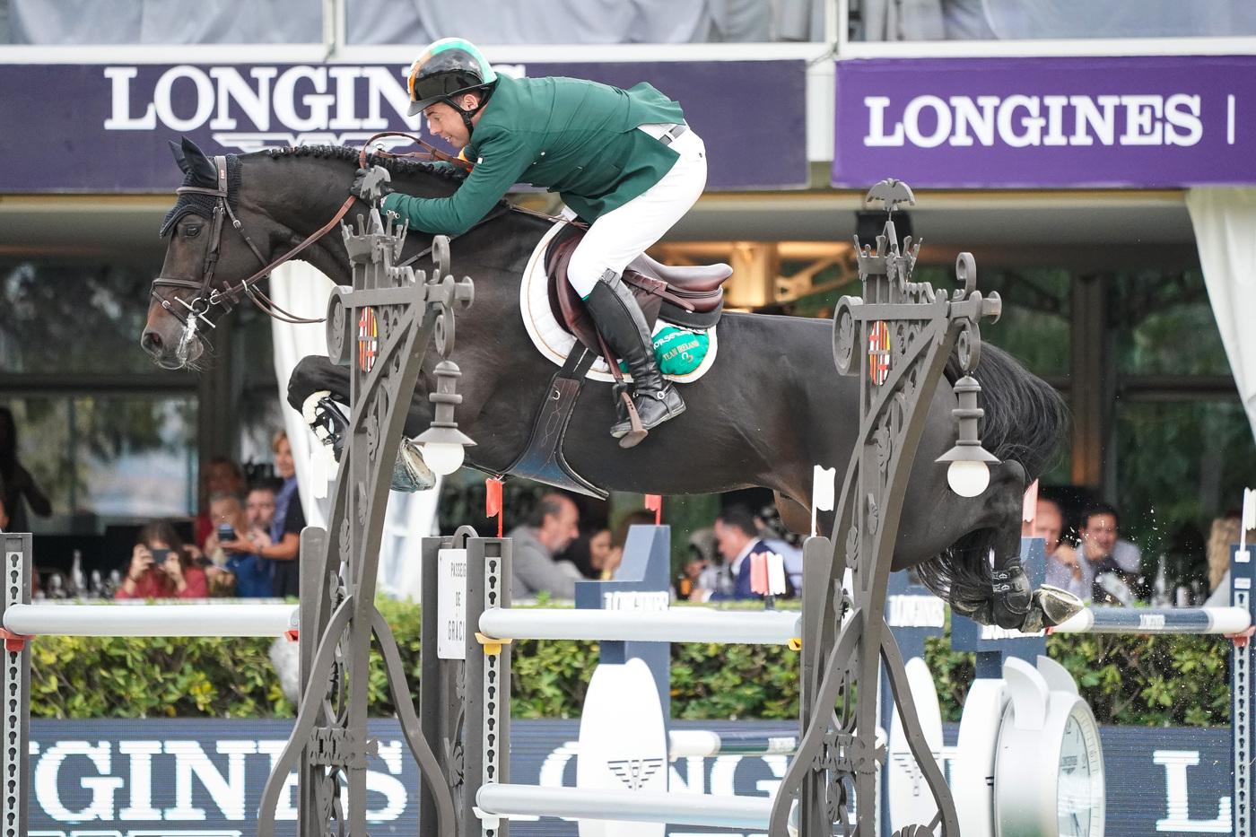 Longines Equestrian Event: Thrilling sports performances and emotional moments at the Longines FEI Jumping Nations CupTM Final with Longines Ambassador of Elegance Simon Baker 6
