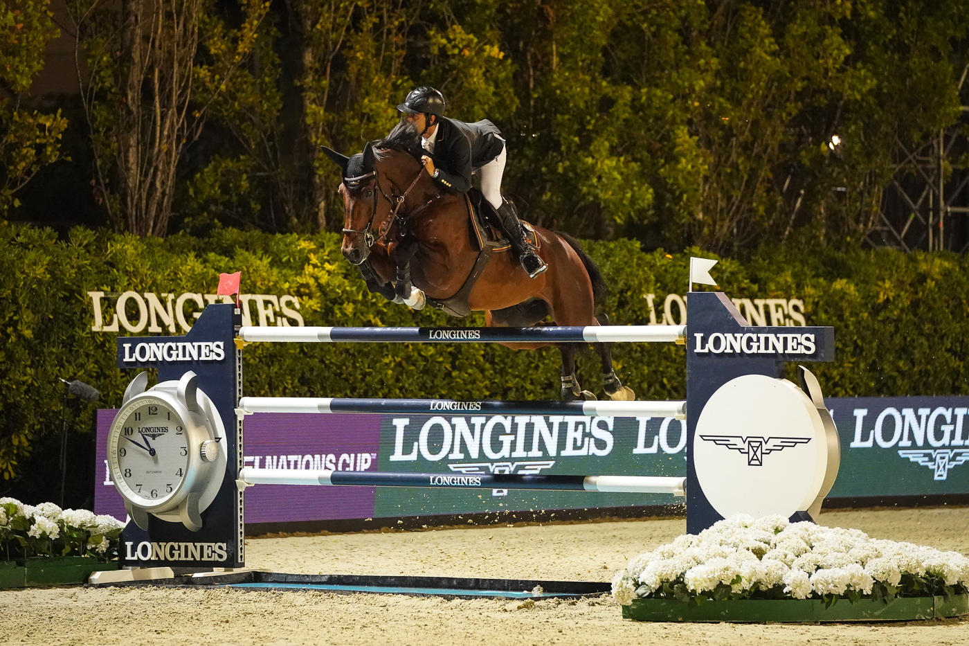 Longines Equestrian Event: Thrilling sports performances and emotional moments at the Longines FEI Jumping Nations CupTM Final with Longines Ambassador of Elegance Simon Baker 4