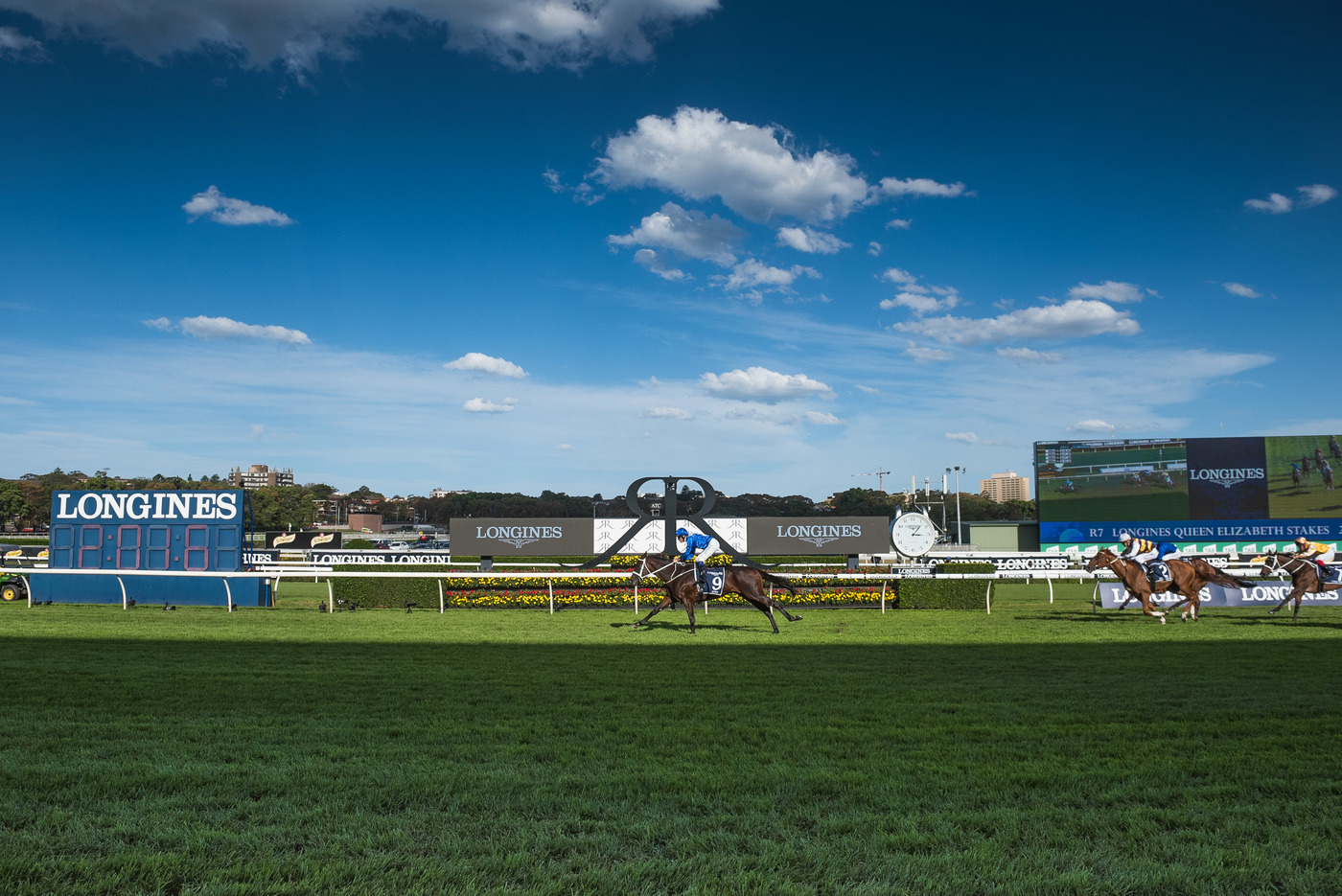 Longines Flat Racing Event: Winx claimed victory at the Longines Queen Elizabeth Stakes 1