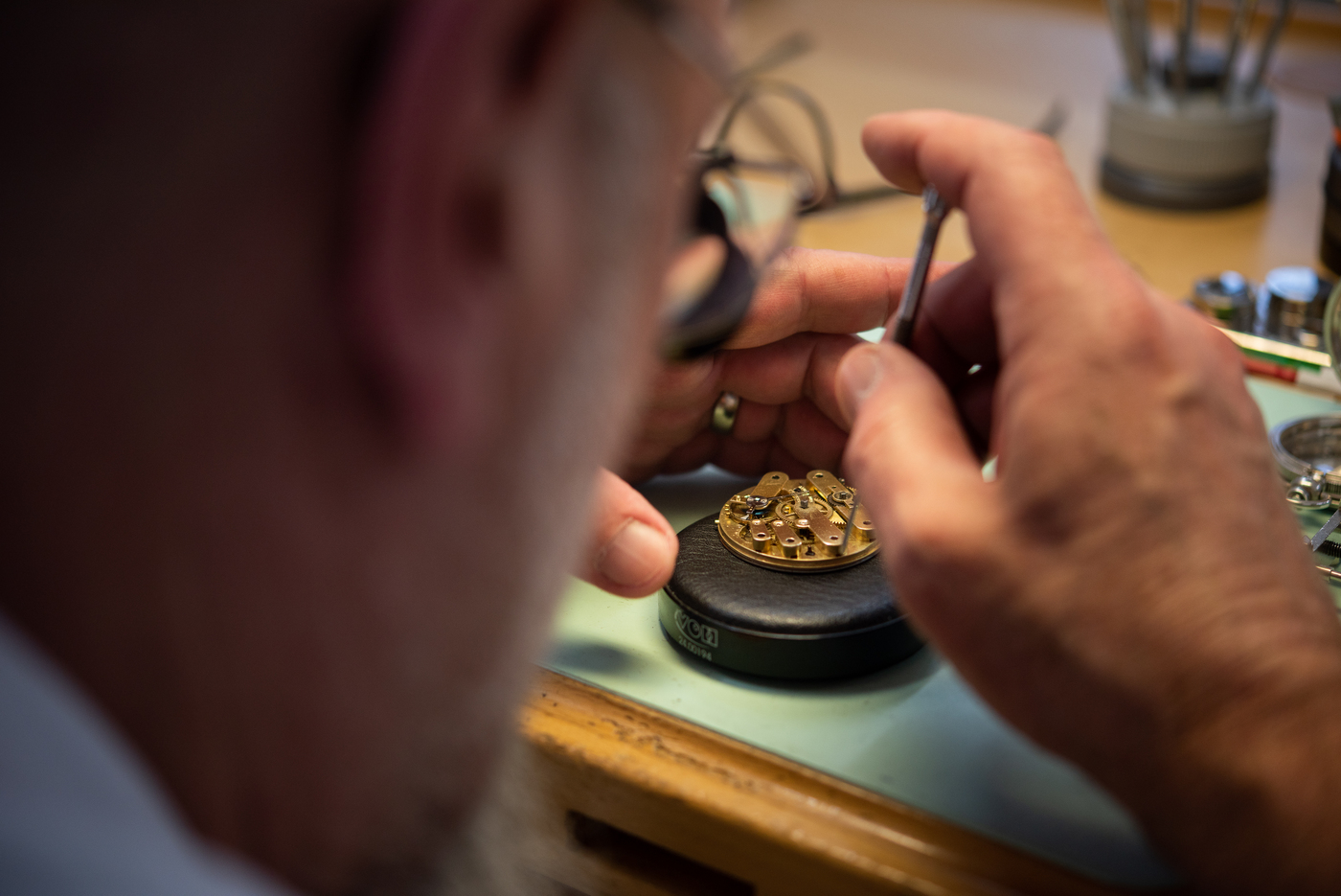 Longines Corporate Event: A collector finds the oldest Longines watch known to date, a historical discovery for the brand 13
