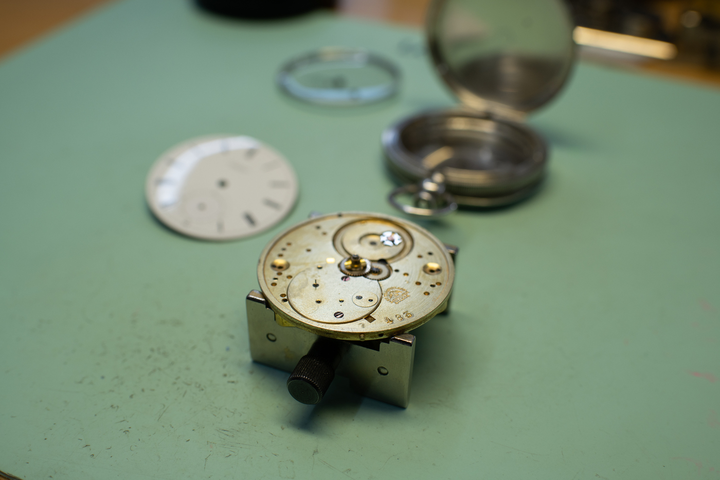 Longines Corporate Event: A collector finds the oldest Longines watch known to date, a historical discovery for the brand 9