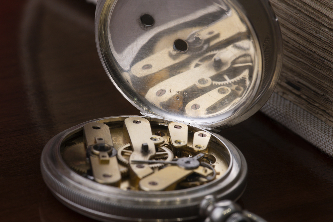 Longines Corporate Event: A collector finds the oldest Longines watch known to date, a historical discovery for the brand 8