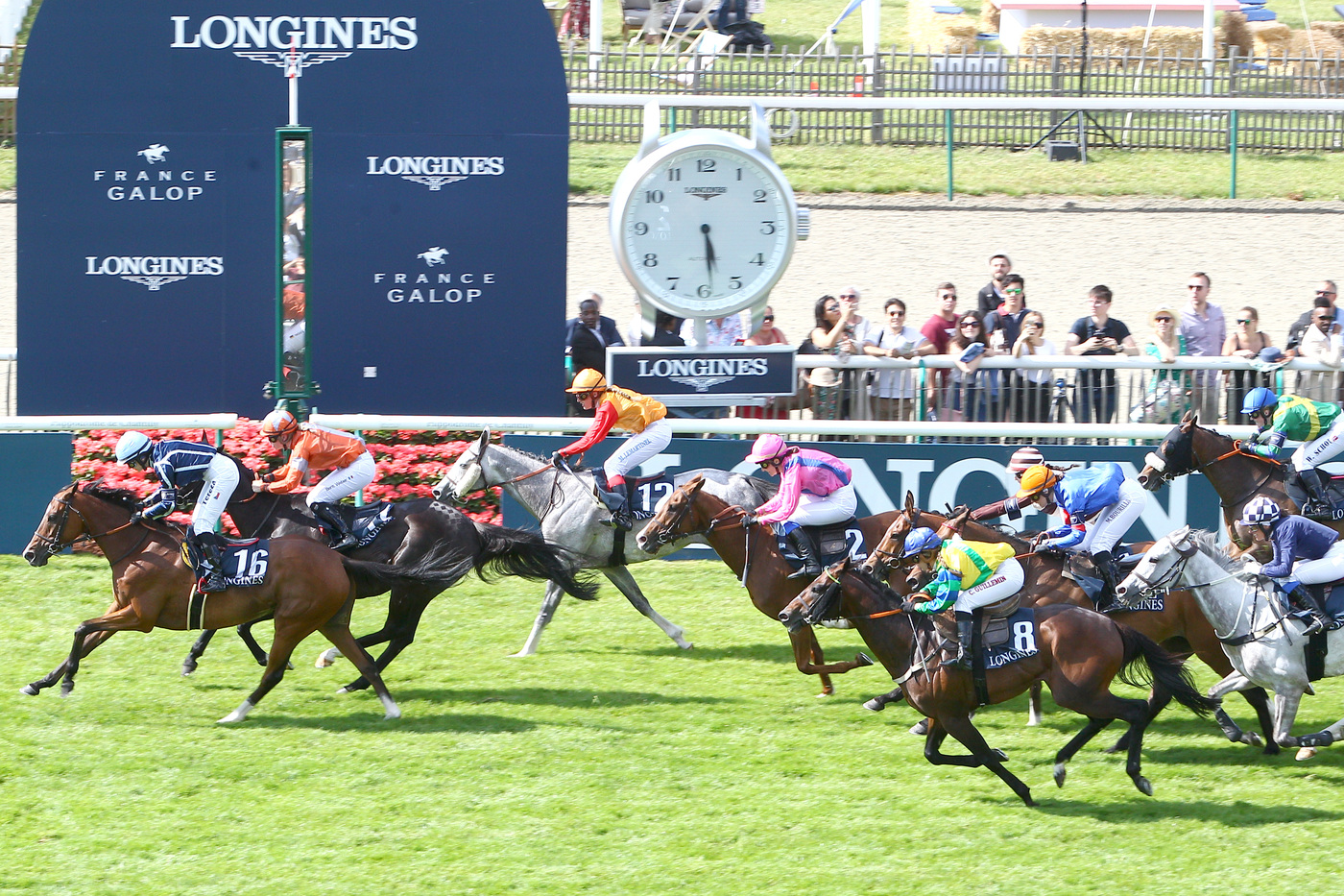 Longines Flat Racing Event: A remarkable 2019 edition of the Prix de Diane Longines in presence of Longines Ambassador of Elegance Simon Baker  11
