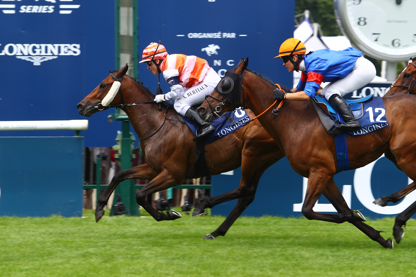 Longines Flat Racing Event: Simon Baker is back for the 2019 edition of the Prix de Diane Longines, the epitome of elegance  2