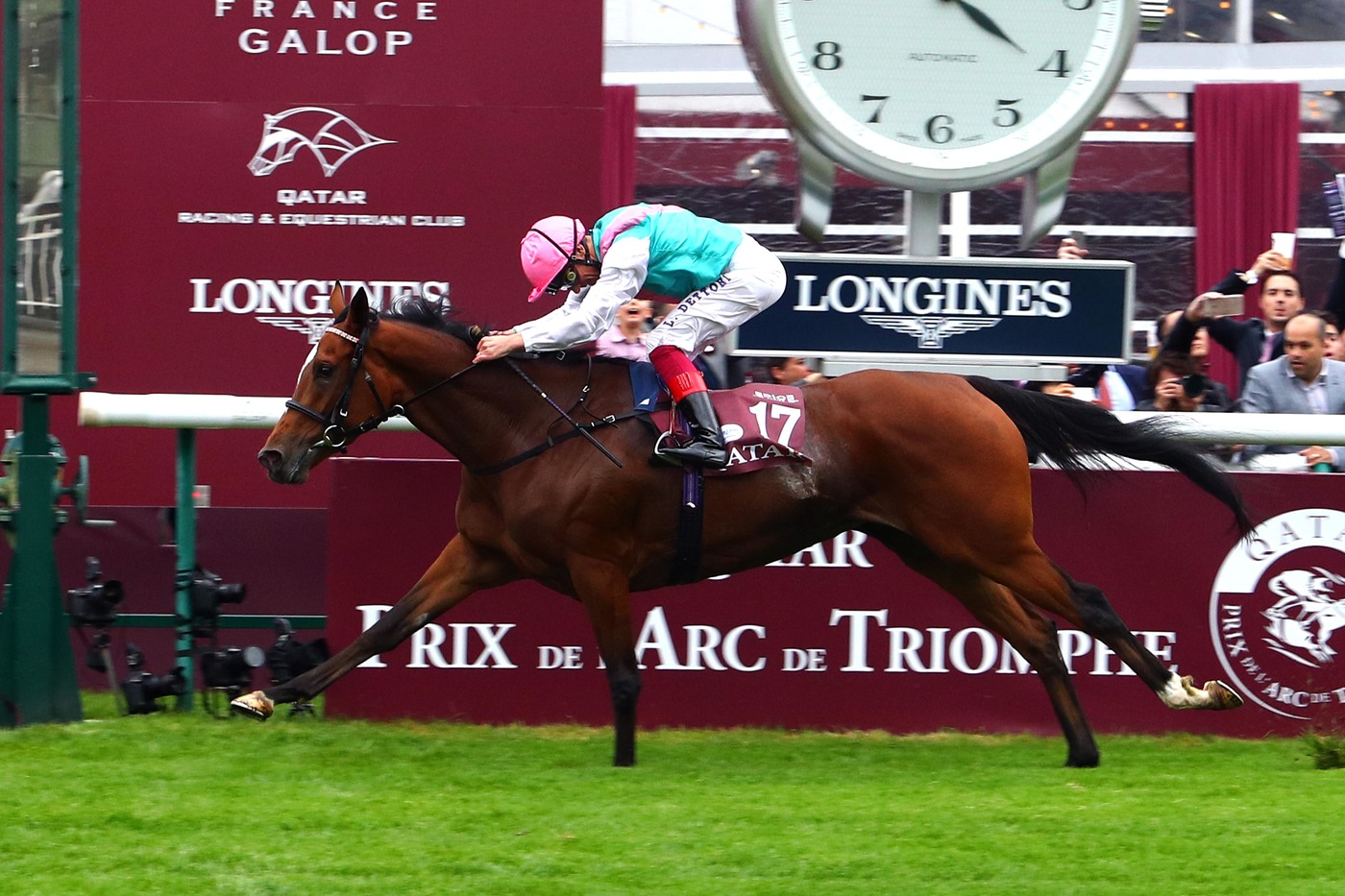 Longines Flat Racing Event: Longines' precision served the prestigious Qatar Prix de l'Arc de Triomphe 4