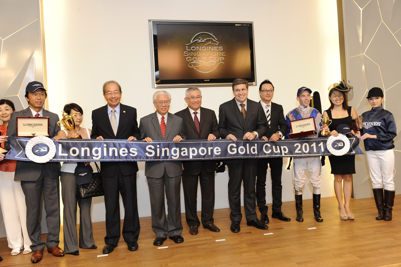 Longines Flat Racing Event: LONGINES SINGAPORE GOLD CUP 2011 raises S$241,136 for the Chaoyang School 17