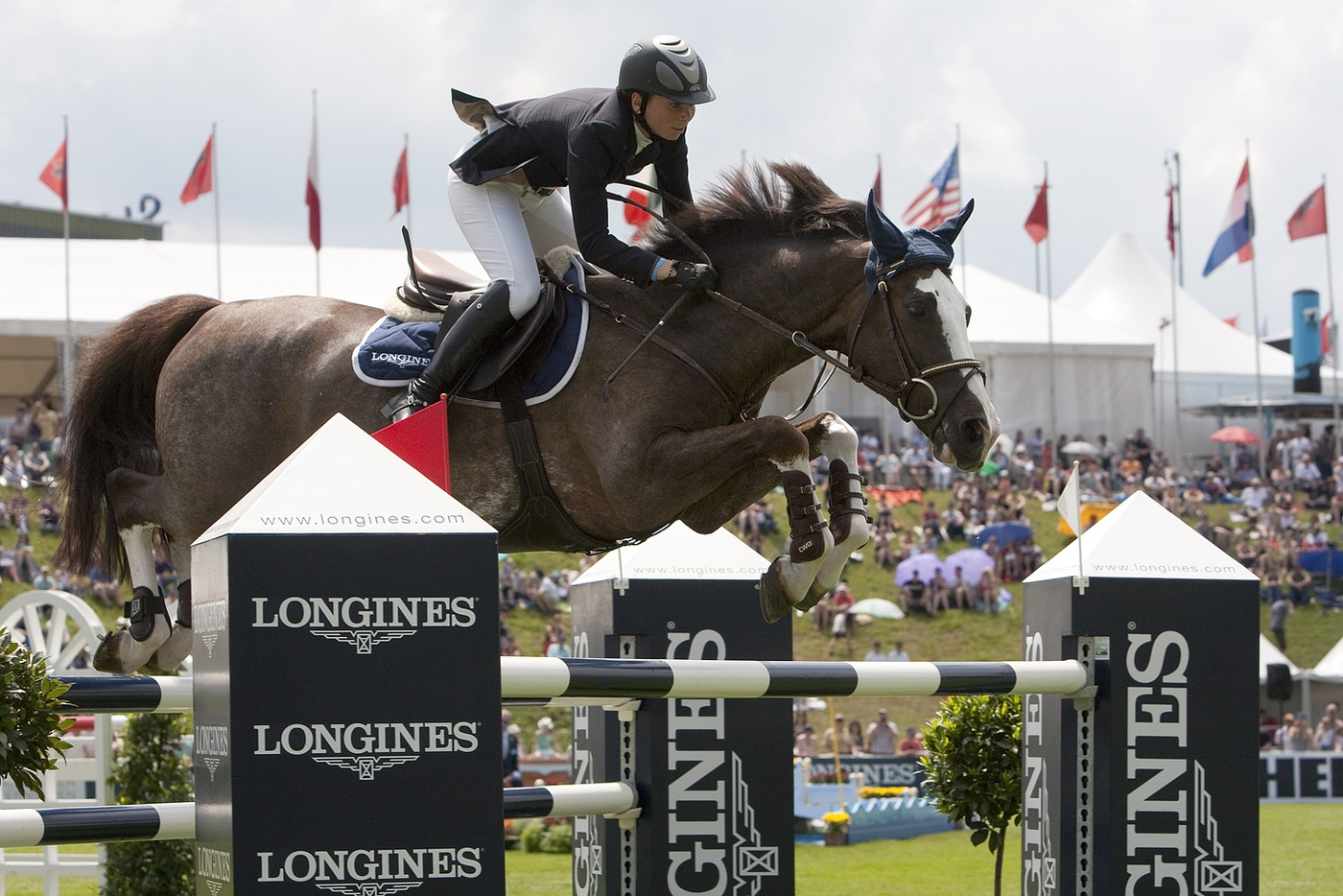 Longines Show Jumping Event: Hong Kong Masters Signs up Longines as Title Sponsor - a commitment of very long duration 1