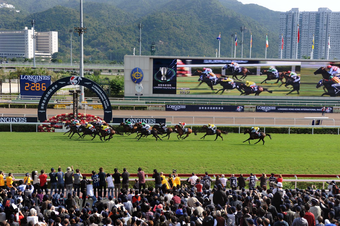 Longines Flat Racing Event: Elegance and thrilling races at the Longines Hong Kong International Races with the presence of Kate Winslet 7