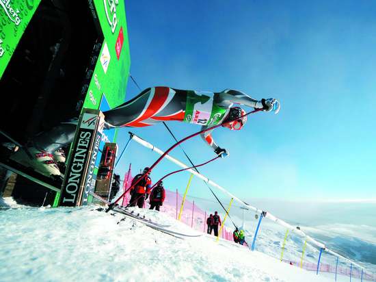 Longines Alpine Skiing Event: The Longines adventure continues with the brand's appointment as official timekeeper for the 2009 FIS Alpine Skiing World Championships 4
