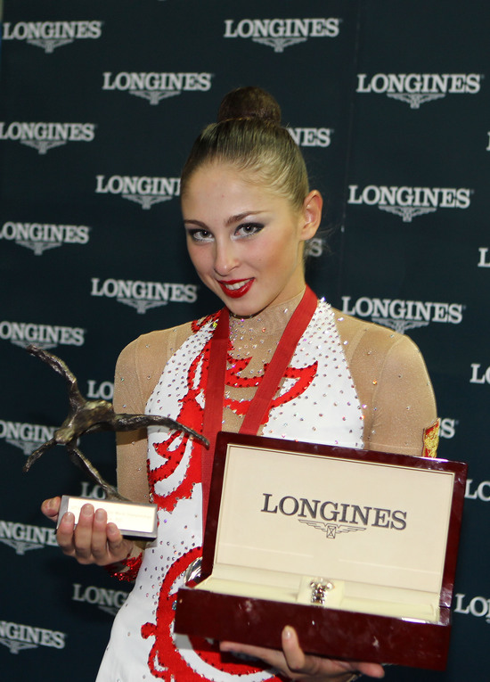 Longines Gymnastics Event: Ingeborga Dapkunaite gives the Longines Prize for Elegance to Daria Kondakova 1