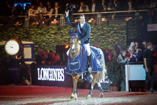 Longines Show Jumping Event: Pius Schwizer wins the Swiss leg of the Longines FEI World Cup™ in Zurich 1