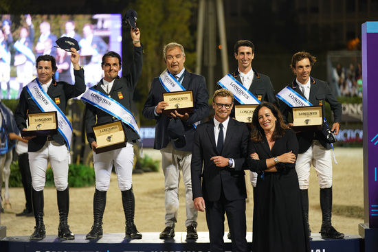 Longines Equestrian Event: Thrilling sports performances and emotional moments at the Longines FEI Jumping Nations CupTM Final with Longines Ambassador of Elegance Simon Baker 3