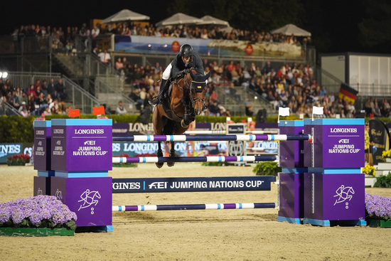 Longines Equestrian Event: Thrilling sports performances and emotional moments at the Longines FEI Jumping Nations CupTM Final with Longines Ambassador of Elegance Simon Baker 5