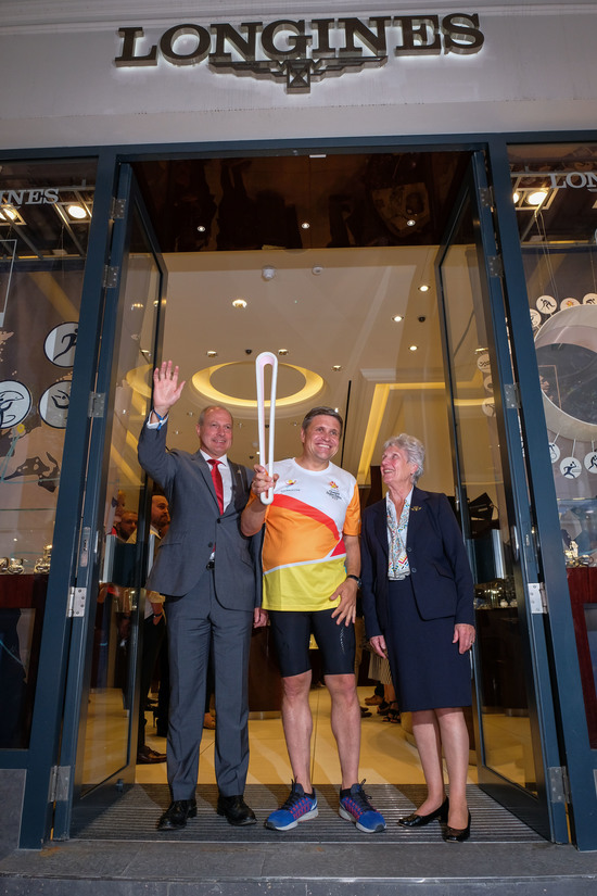Longines Commonwealth Games Event: Longines Ambassador of Elegance Simon Baker welcomed the 2018 Commonwealth Games Queen's Baton in the Longines Boutique in London 5