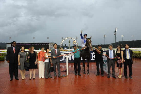 Longines Flat Racing Event: LONGINES SINGAPORE GOLD CUP 2011 raises S$241,136 for the Chaoyang School 15